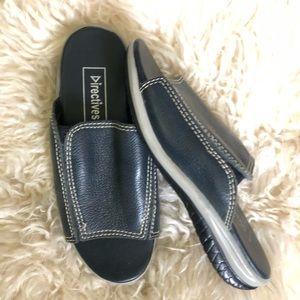 Shoes - Directives Sandals Sz 5M